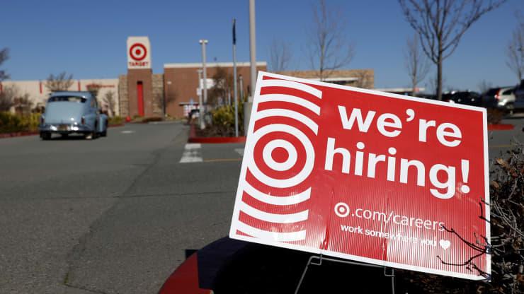 Le aperture di lavoro sono aumentate verso la fine del 2020, ma rimane un grande divario occupazionale